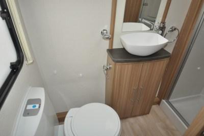 Lunar Quasar 674 Washroom