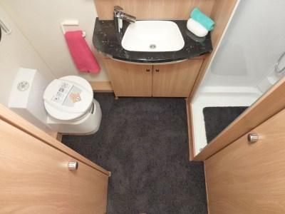 Knaus Star Class 550 shower room
