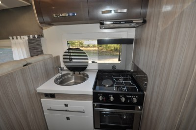 Benimar Tessoro 483 kitchen