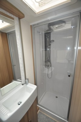 Lunar Lexon 660 Shower