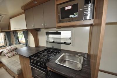 Bailey Pursuit 550 4 caravan kitchen (2)