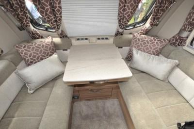 Swift Conqueror 480 caravan lounge