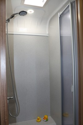 Bailey Phoenix 760 shower