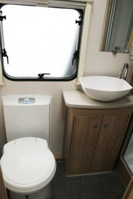 Elddis Avante 586 washroom