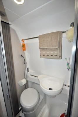 2020 Auto-Sleeper Fairford Plus motorhome washroom