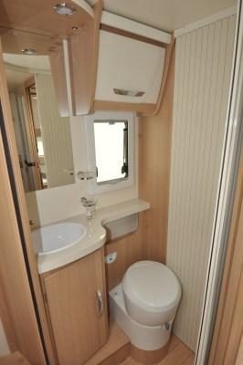 2020 McLouis Fusion 367 motorhome washroom