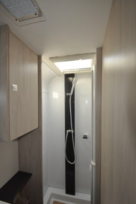 Caravelair Antares 480 shower