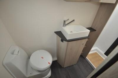 Caravelair Antares 480 washroom