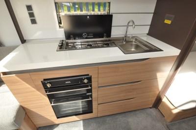 Adria Alpina 623 UL Colorado kitchen