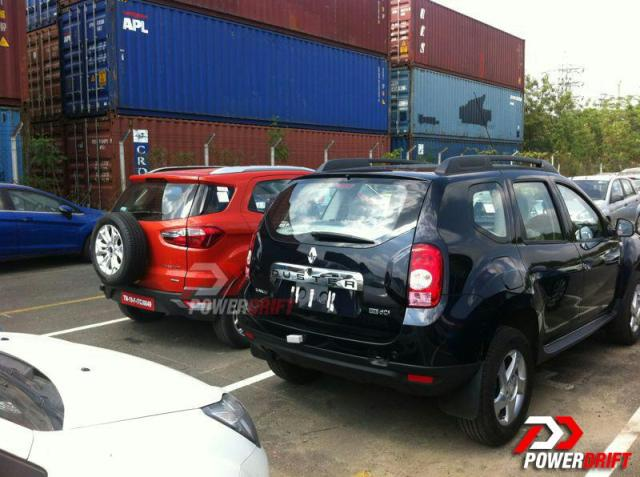 Ford-EcoSport-and-renault-duster-spied-rear