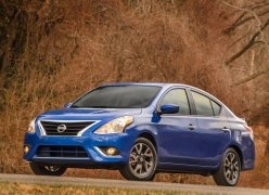 2015 Nissan Versa Front Left Quarter Low Angle