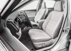 2015 Toyota Camry Interior Front Cabin Driver Side View2