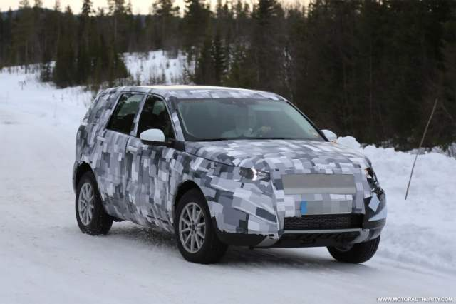 2015-land-rover-lr2-spy-shots_100457871_l