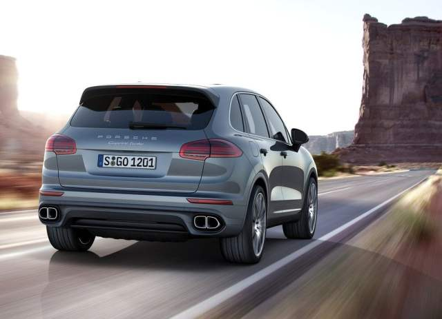 2015 Porsche Cayenne Rear Right Quarter