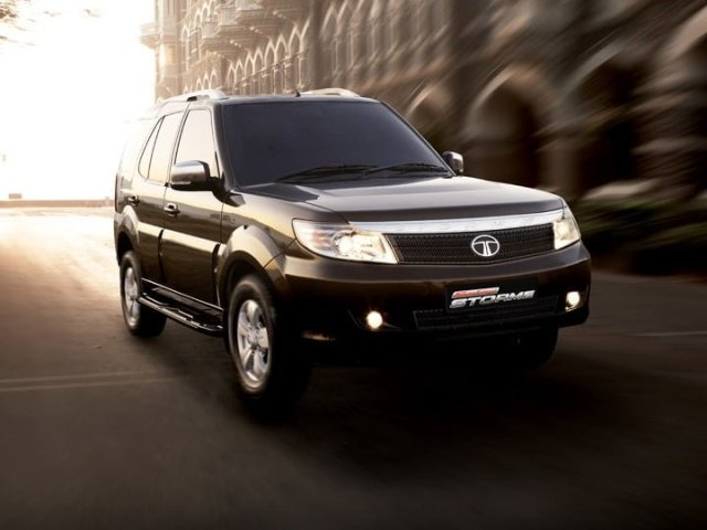 Tata Safari Front Right Quarter