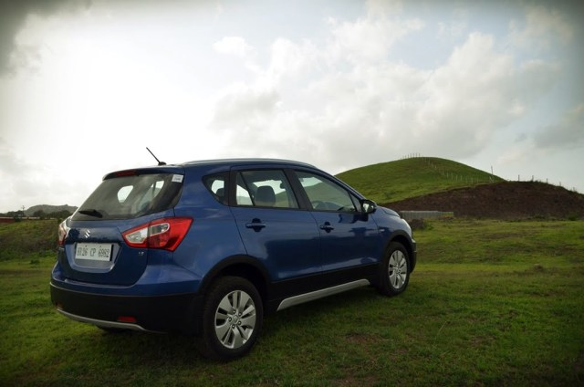 maruti-suzuki-s-cross-blue-rear-three-quarter-image