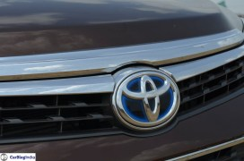 2015-toyota-camry-hybrid-review-pics-badge-3