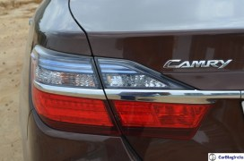 2015-toyota-camry-hybrid-review-pics-tail-light