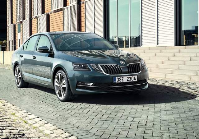 2017-skoda-octavia-facelift-official-image-front-angle