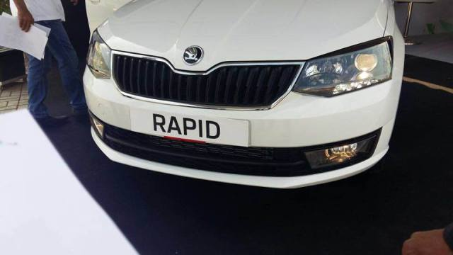 New Skoda Rapid vs Volkswagen Vento Comparison of Price, Specs skoda-rapid-facelift-spy-images-nose
