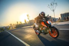 2017-ktm-duke-390-official-image-4