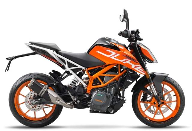 BMW G 310 R vs KTM 390 Duke 2017 KTM Duke 390 India side