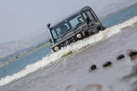 new-2017-force-gurkha-facelift-images-front-water-wading