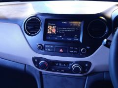 new look 2017 hyundai xcent facelift images interior touchscreen audio