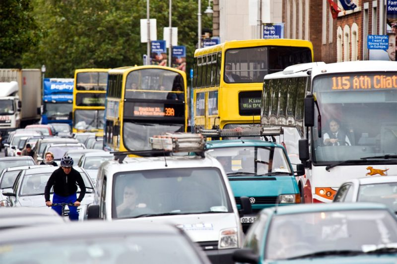Heavy traffic on the Quays in Dublin, Ireland. Credit: Douglas O'Connor / Alamy Stock Photo.