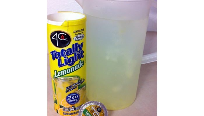 4C Totally Light Sugar Free Lemonade, Sweetened with Splenda, Makes Seven – 2 Quart Tubs