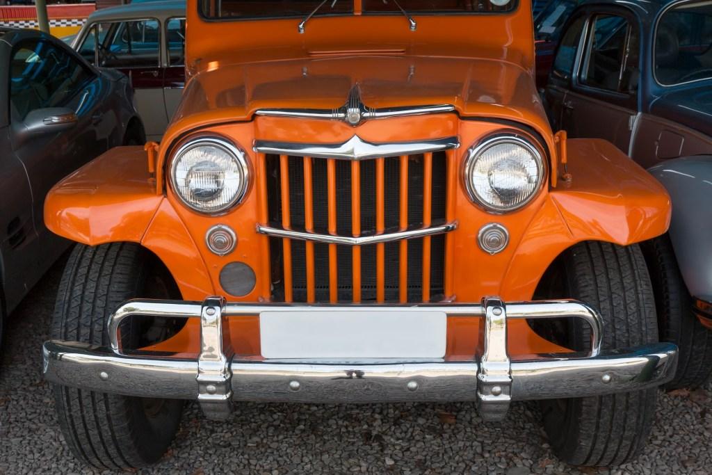 motor-car-2581505_1920