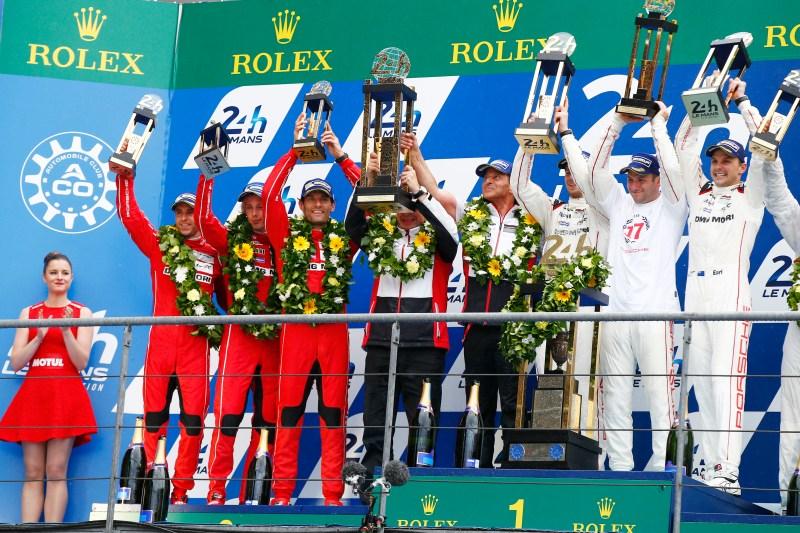Porsche Team: Timo Bernhard, Brendon Hartley, Mark Webber, Fritz Enzinger, Leiter LMP1, Nico Huelkenberg, Nick Tandy, Earl Bamber (l-r)
