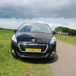 2015_Peugeot_5008_007