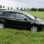2015_Peugeot_5008_032