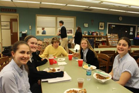 """Sophomore's Enjoy """"The Help"""" Themed Lunch"""