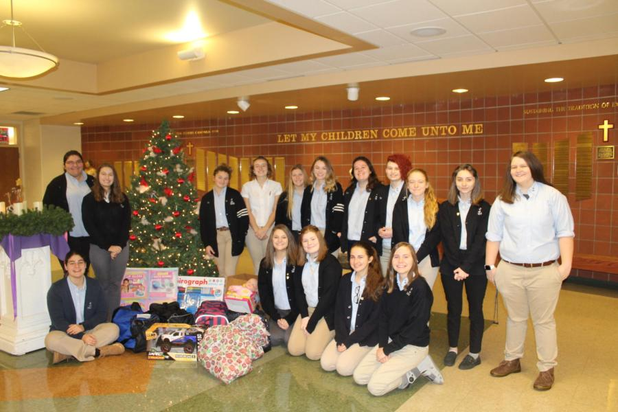 DCC Rotary Interact Club Purchases Gifts for Kids in Need