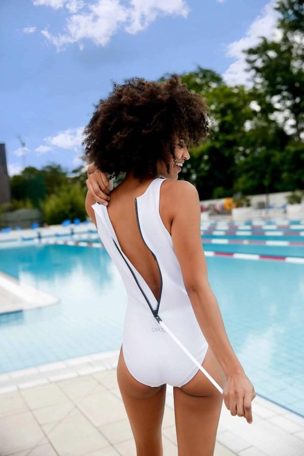 Femme en maillot de bain blanc - CARDO Paris - 1