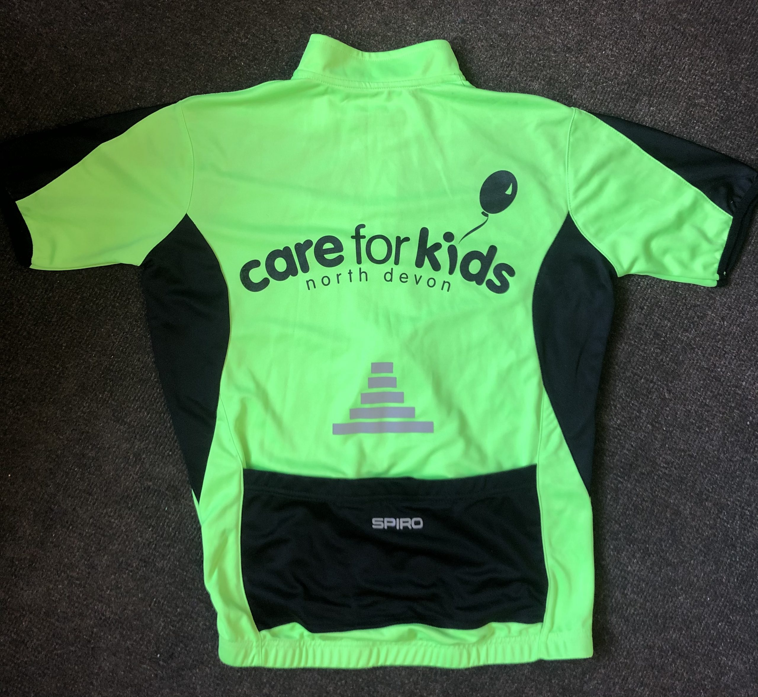 Cycling jersey back showing logo and pocket
