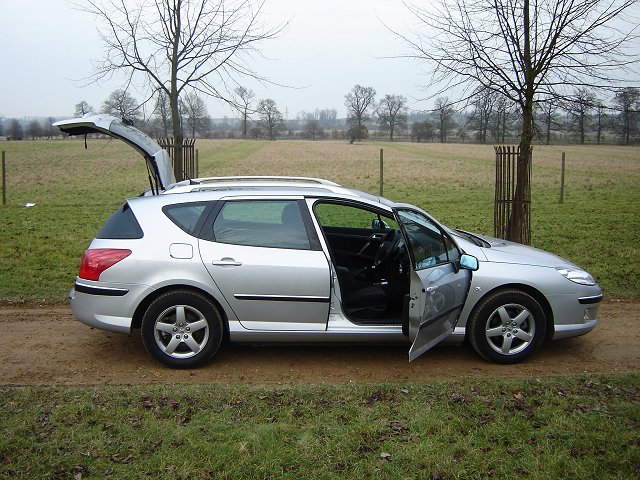 2005 Peugeot 407 SW 1.6 HDi. Image by James Jenkins.