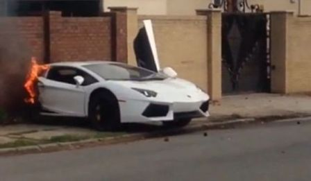 lamborghini-broken-in-half-at-high-speed