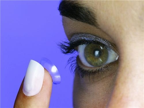How to care for contact lenses and prevent infections