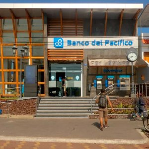 bancos en galapagos
