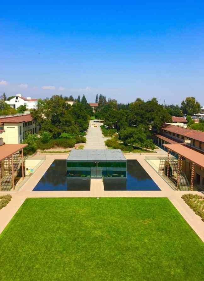 Claremont-McKenna College. College Shopping in Southern California.