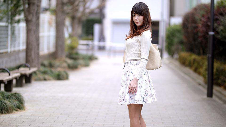 無修正 佐々木優奈 奥さん、今はいてる下着を買い取らせて下さい!〜紫陽花色したシミ付きパンティ〜