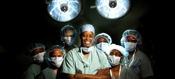Dr Wayne A.I. Frederick and his surgical team at Howard University. Photo courtesy thewashingtonsun.com