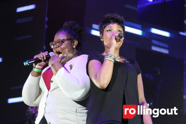 Jennifer Hudson and fan singing together.  Photo Credit Rolling Out