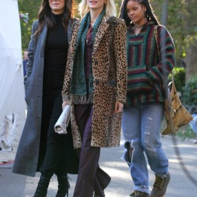 Rihanna, Sandra Bullock and Cate Blanchett pictured on the set of 'Oceans 8' filming in Manhattan's Central Park. New York, NY - Monday November 7, 2016, Photograph: © LGjr-RG, PacificCoastNews. Los Angeles Office (PCN): +1 310.822.0419 UK Office (Photoshot): +44 (0) 20 7421 6000 sales@pacificcoastnews.com FEE MUST BE AGREED PRIOR TO USAGE