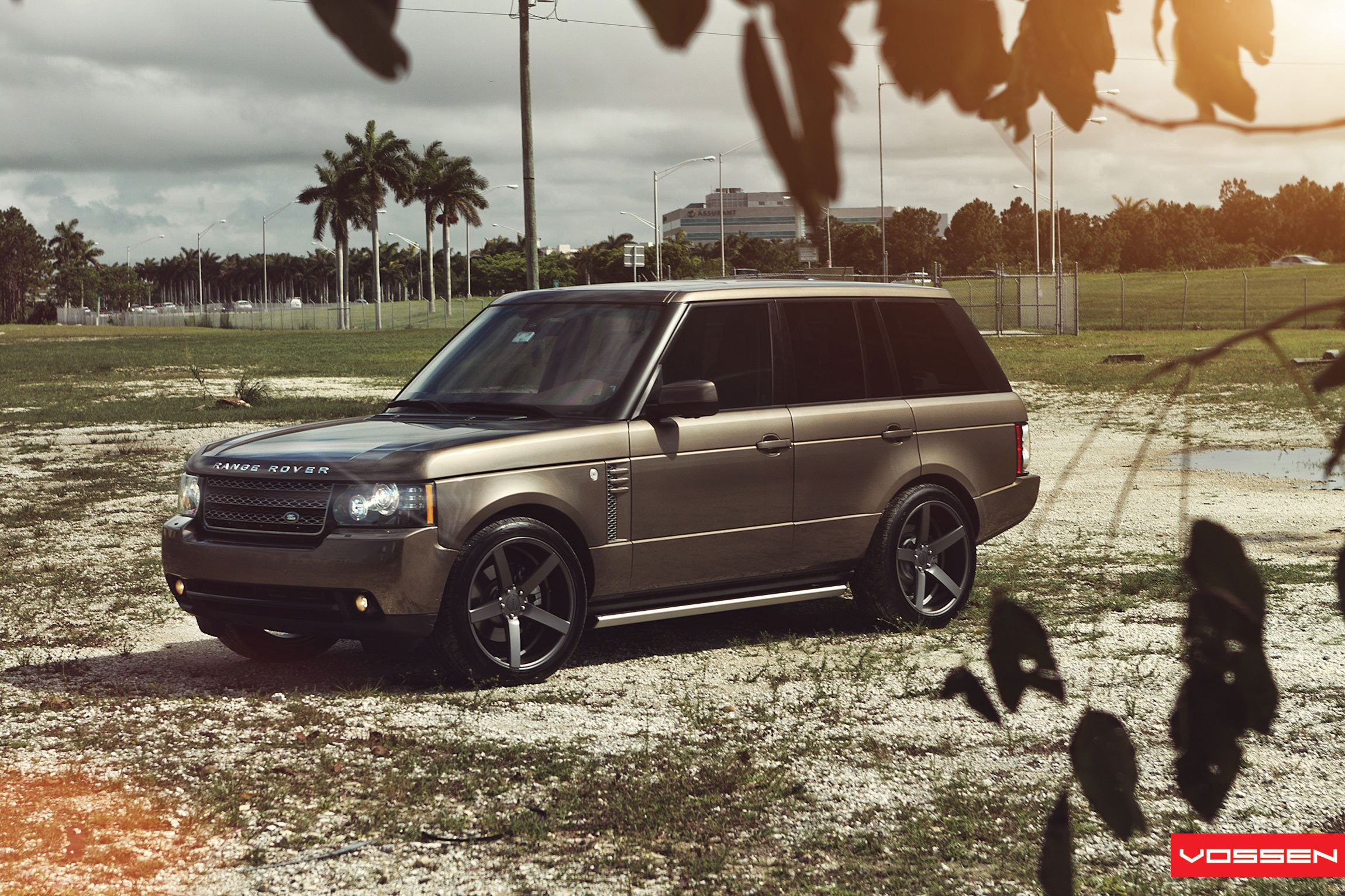 Bold Custom painted Range Rover With Aftermarket Wheels — CARiD