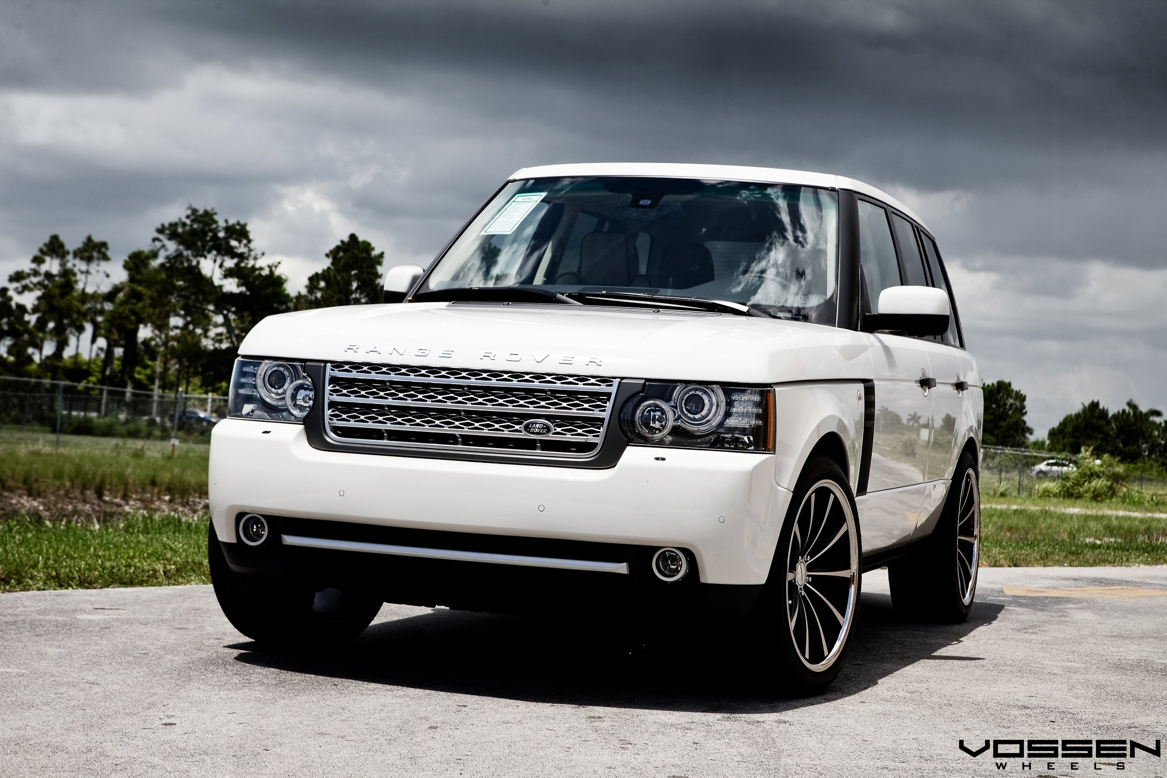 Eye catching White Range Rover Boasting a Set of Classy Rims