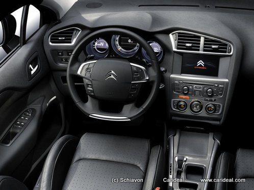 le tableau de bord de la nouvelle Citroen C4